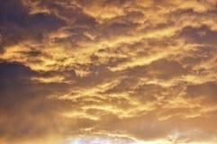 Nuvole drammatiche della tempesta d'avvicinamento Fotografia Stock