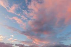 Nuvole e cieli blu rosa al tramonto 0162 Fotografia Stock