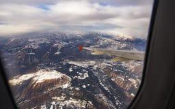 Nuvole e cielo come finestra vista attraverso di un aereo Immagini Stock Libere da Diritti