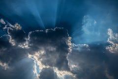 Nuvole e luce scure Immagine Stock Libera da Diritti