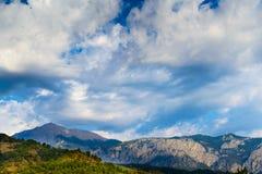 Nuvole e montagne Fotografia Stock Libera da Diritti
