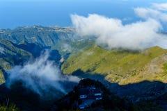 Nuvole e picchi sopra il più alta montagna del Madera Pico Ruivo, Portogallo Fotografia Stock Libera da Diritti