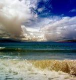Nuvole ed onde Fotografie Stock Libere da Diritti