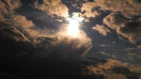 Nuvole epiche scure stock footage