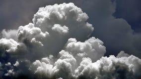 Nuvole gonfie video d archivio