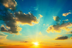 Nuvole illuminate da luce solare Fotografia Stock