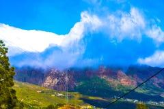 Nuvole impressionanti in montagne Immagini Stock Libere da Diritti