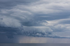 Nuvole incredibili e mostruose Fotografia Stock