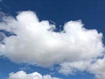 Nuvole lanuginose giganti Fotografie Stock Libere da Diritti