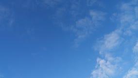 Nuvole leggere con un cielo blu Immagine Stock Libera da Diritti