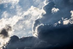 Nuvole lunatiche di blu e di bianco Immagini Stock Libere da Diritti