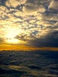 Nuvole medie di Sun Fotografie Stock
