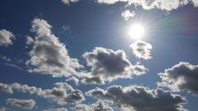 Nuvole in mezzo del sole Fotografia Stock
