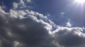 Nuvole nel lasso di tempo del cielo stock footage