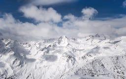 Nuvole nelle alpi nevose Fotografia Stock