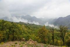 Nuvole nelle montagne Fotografie Stock Libere da Diritti