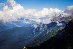 Nuvole nelle montagne Fotografia Stock