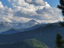Nuvole nelle montagne di Altai Fotografie Stock Libere da Diritti