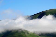 Nuvole nelle montagne nel Tibet Immagine Stock