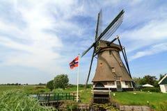 Nuvole olandesi di estate del mulino a vento Fotografia Stock