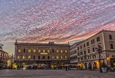 Nuvole rosa sul quadrato Immagine Stock