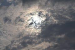 Nuvole scure che bloccano il sole Immagine Stock Libera da Diritti