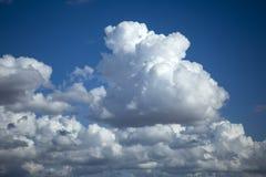 Nuvole scure e luminose Fotografie Stock Libere da Diritti