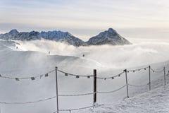 Nuvole sopra Kasprowy Wierch di Zakopane in Tatras nell'inverno Fotografia Stock