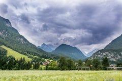 Nuvole sopra la montagna Fotografia Stock Libera da Diritti