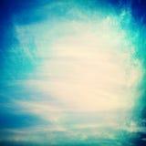 Nuvole su un fondo di carta strutturato Fotografia Stock