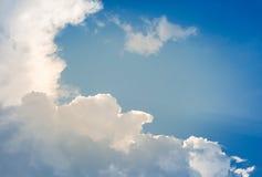 Nuvole sui tetti delle case Fotografia Stock Libera da Diritti
