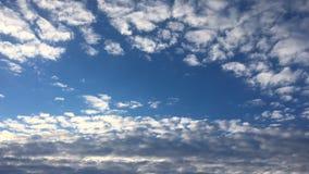 nuvole sul cielo bianco L'insieme dell'isolato di si rannuvola il fondo bianco Elementi di disegno Nuvole isolate il nero Ritagli stock footage