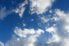 Nuvole sul cielo blu Immagine Stock Libera da Diritti