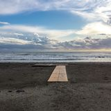 Nuvole sul mare blu al crepuscolo Fotografie Stock