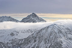 Nuvole sulla cima di Kasprowy Wierch in Zakopane in Tatras in wi Immagini Stock