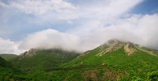 Nuvole sulla montagna Fotografia Stock Libera da Diritti