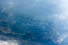 Nuvole tempestose grigio scuro fotografia stock libera da diritti