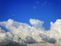 Nuvole tempestose nel cielo Immagine Stock
