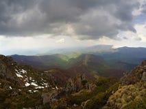 Nuvole tempestose sopra la montagna Fotografia Stock