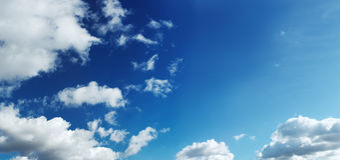 Nuvole in un cielo blu (XXL grandi) immagine stock libera da diritti