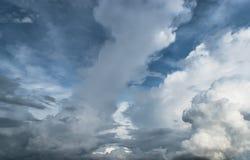 Nuvoloso e cielo blu Fotografia Stock