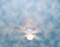 Nuvoloso e ventilato immagini stock