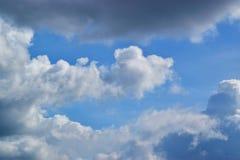 Nuvoloso nel cielo blu 0008 Immagini Stock
