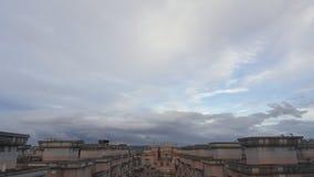 Nuvoloso sulla cima del tetto Immagini Stock