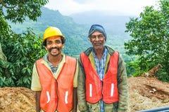 Gli operai di lavori stradali si avvicinano a Nuwara Eliya, Sri Lanka Fotografia Stock Libera da Diritti