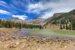 NV伟大的水池全国公园Apine湖足迹 免版税库存照片