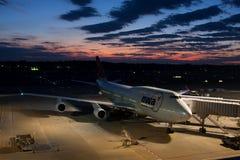 NWA Boeing 747 no AEROPORTO de NARITA Foto de Stock