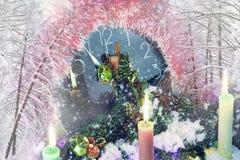 Nyårsafton på midnatt, festliga timmar royaltyfria bilder