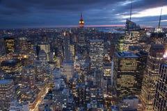 Горизонт NY вечера Стоковое фото RF