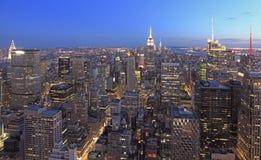在黄昏, NY,美国的纽约地平线 库存图片